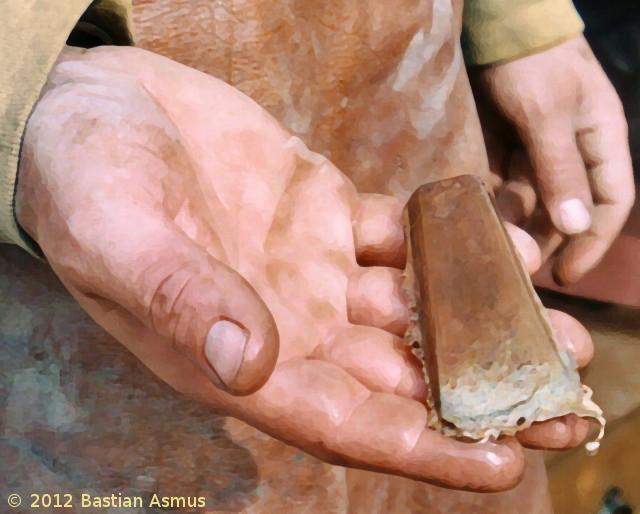 BIld eines frisch gegossenen Bronzebeils