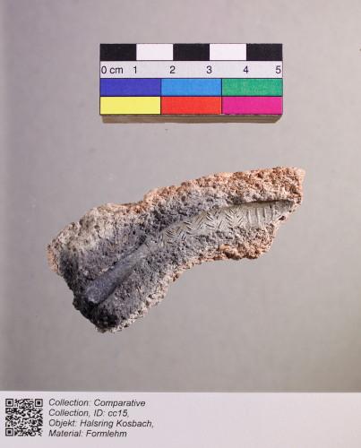 Formlehmbruchstück einer rekonstruierten Gussform für einen Halsring. Fundort des originalen Halsringes: Kosbach (Bay).