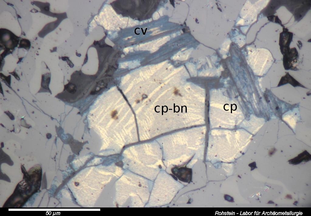 Rohstein, Kupferkies-Bornit Mischkristallbildung im Rohstein